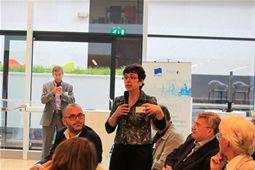Annick, Secretary General, ETRA poses a question to the second panel of the debate