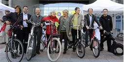 MEPs try out demonstration bikes