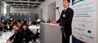 Liu Chunhang addressing the Lunch Session