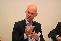 Roelof Wittink, Director, Dutch Cycling Embassy, offers his views during Session 1 of afternoon debate
