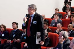 Stefano Micossi, from event host Assonime, asking a question from the floor