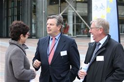 Erik Oddershede and Annick Roetynck from ETRA with Toine Manders, MEP